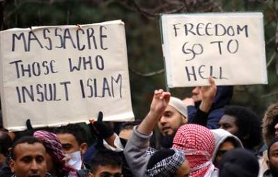 Islamists are clear about what they want: Obama Supports their rights to protest.